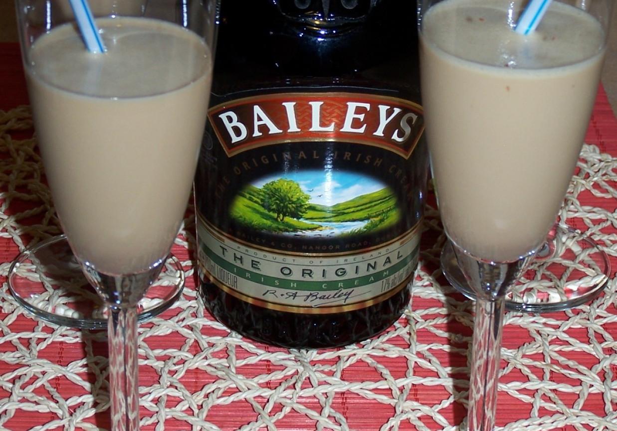 Drink z Baileysem i likierem kawowym na zimowe wieczory